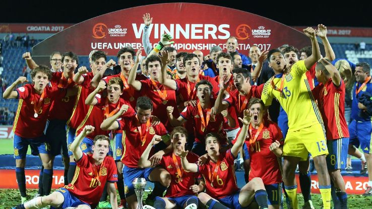 Spain's players celebrate with the trophy after winning the UEFA U-17 Euro final against England in Varazdin, Croatia, on May 19, 2017.