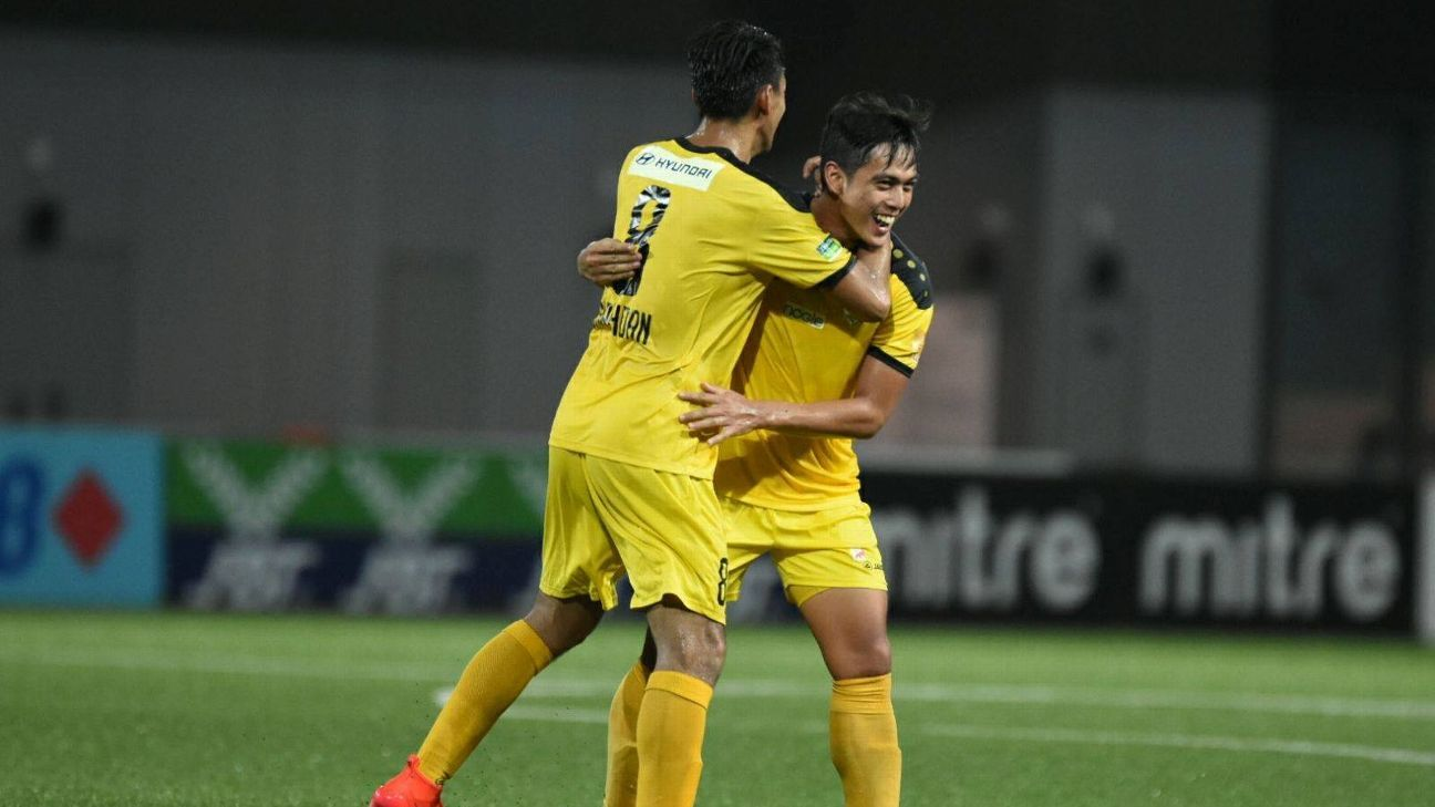 Hafiz Sujad celebrates goal for Tampines v Young Lions