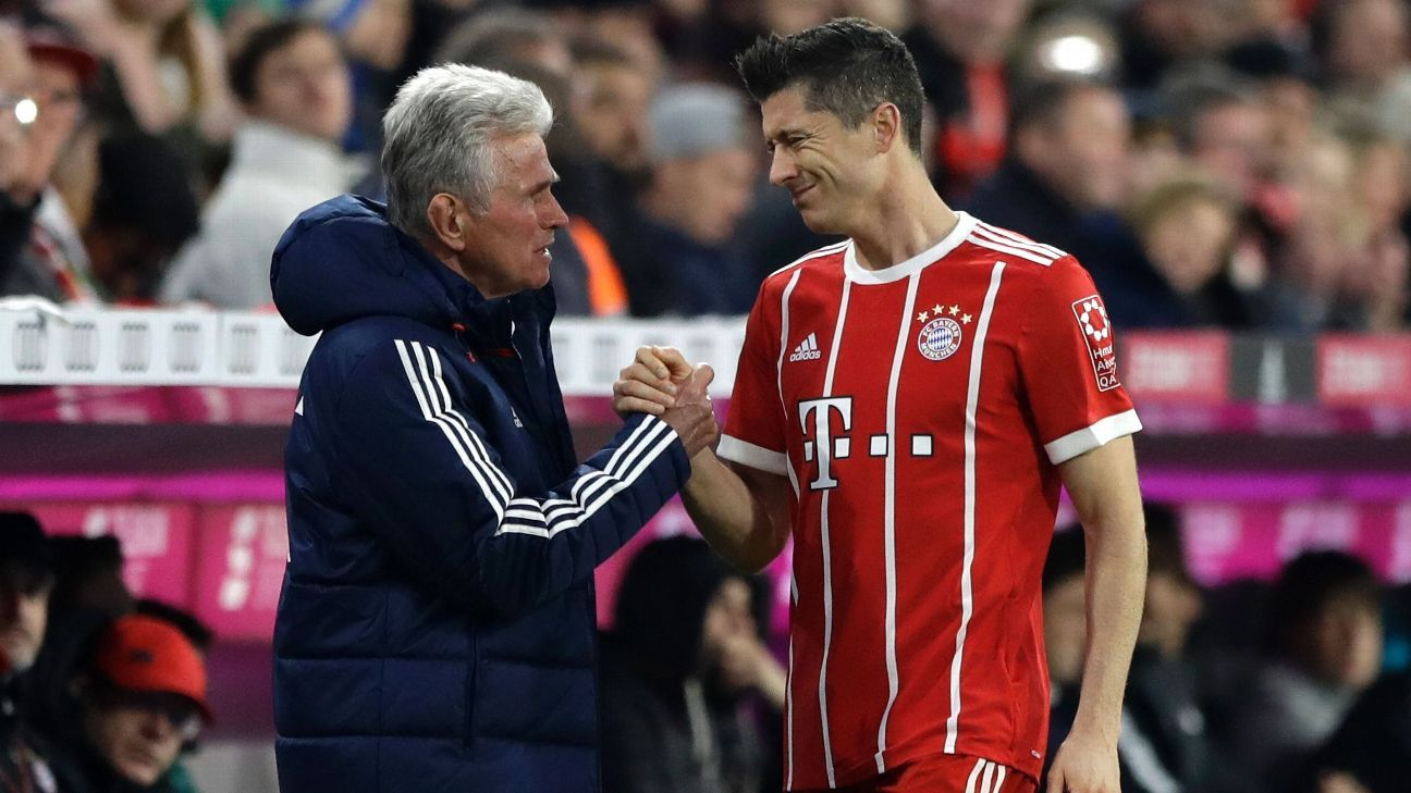 Robert Lewandowski comes off during Bayern Munich's Bundesliga game against RB Leipzig.