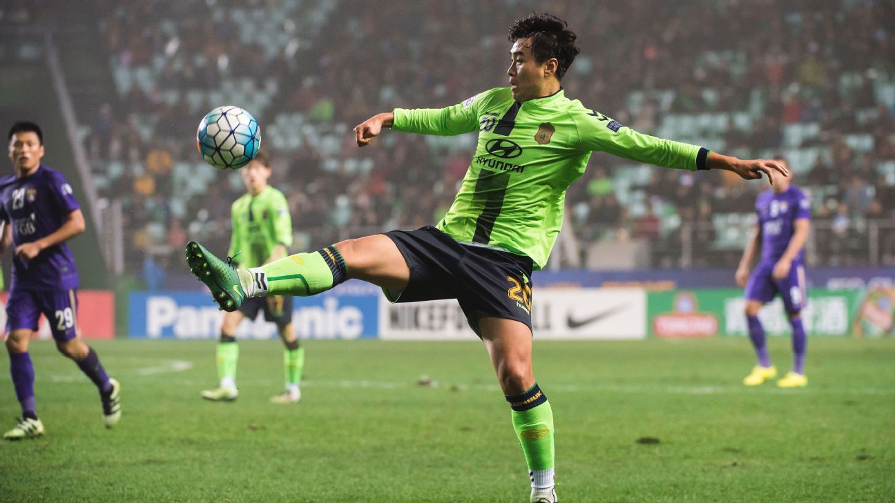 Lee Dong-Gook in 2016 AFC Champions League for Jeonbuk