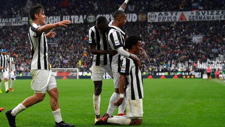 Juventus celebrate Juan Cuadrado's winning goal.