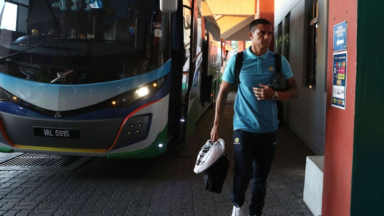 Tim Cahill leaves Australia team bus