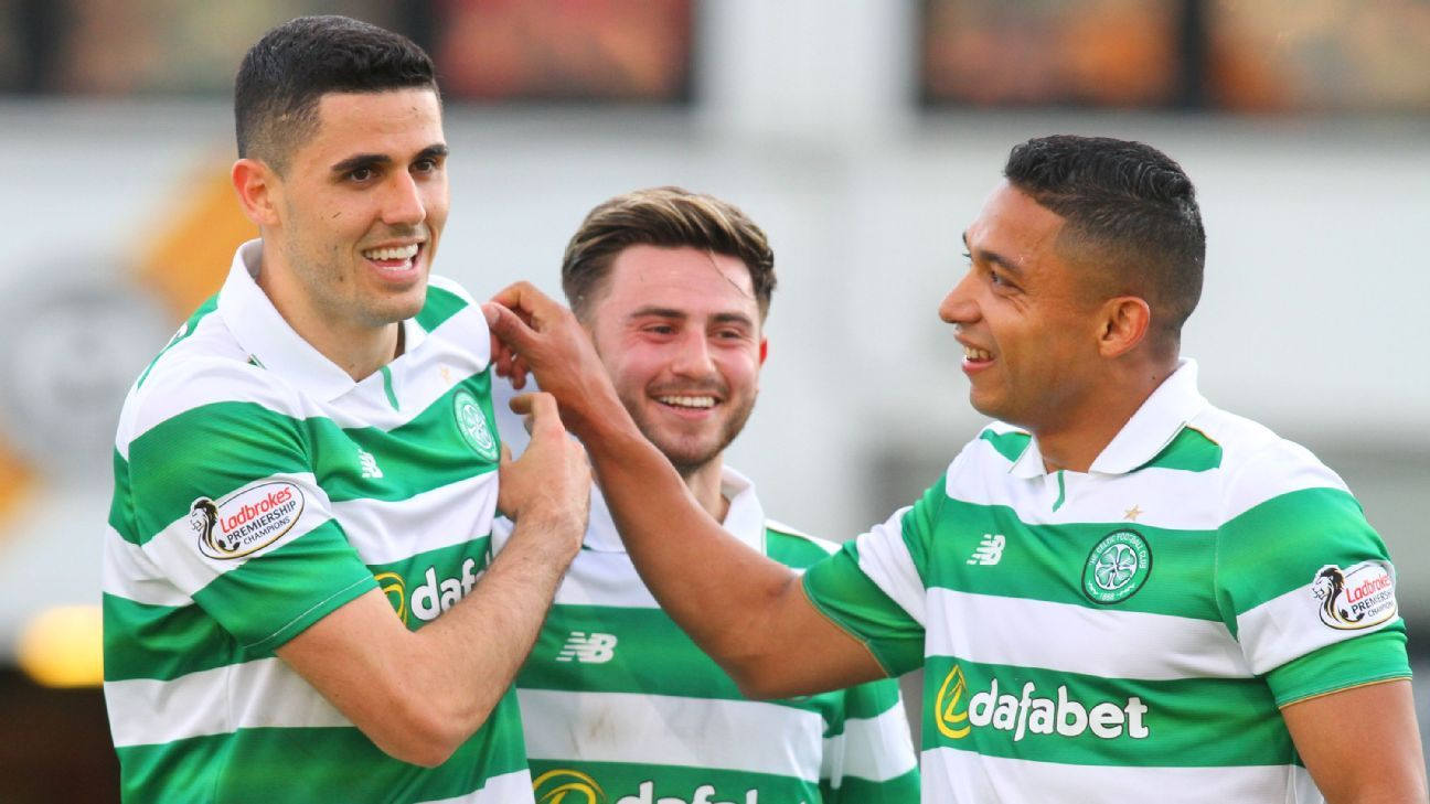 Emilio Izaguirre congratulates Tom Rogic on Celtic goal