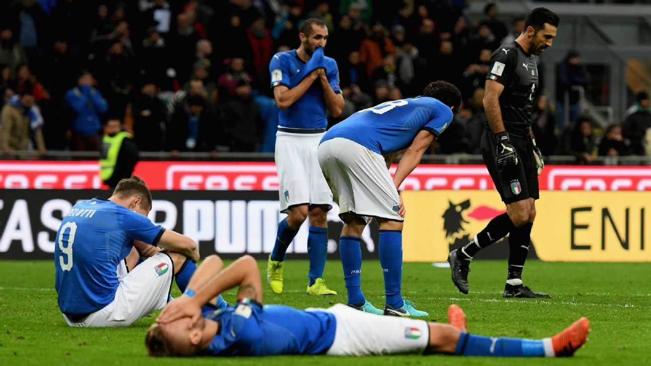 Sweden praise De Rossi for boarding bus to apologise for Italy fans' whistles