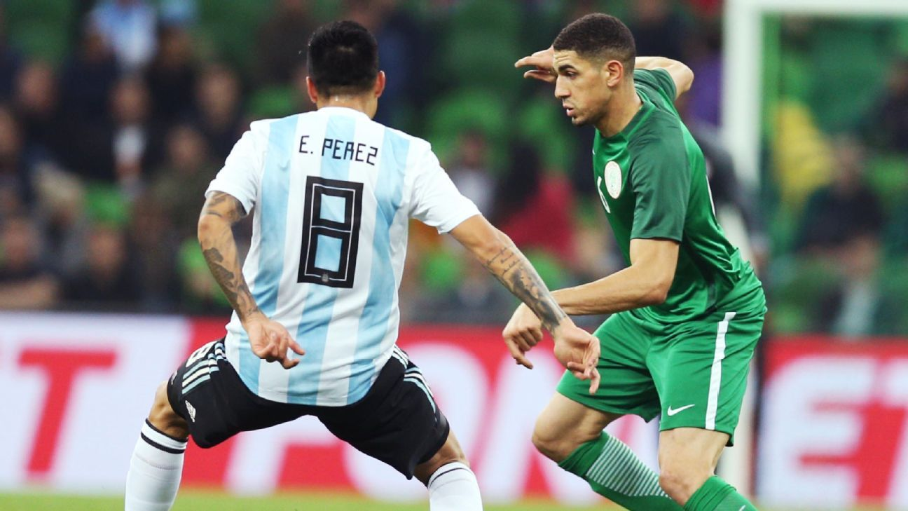 Enzo Perez vies for the ball with Leon Balogun