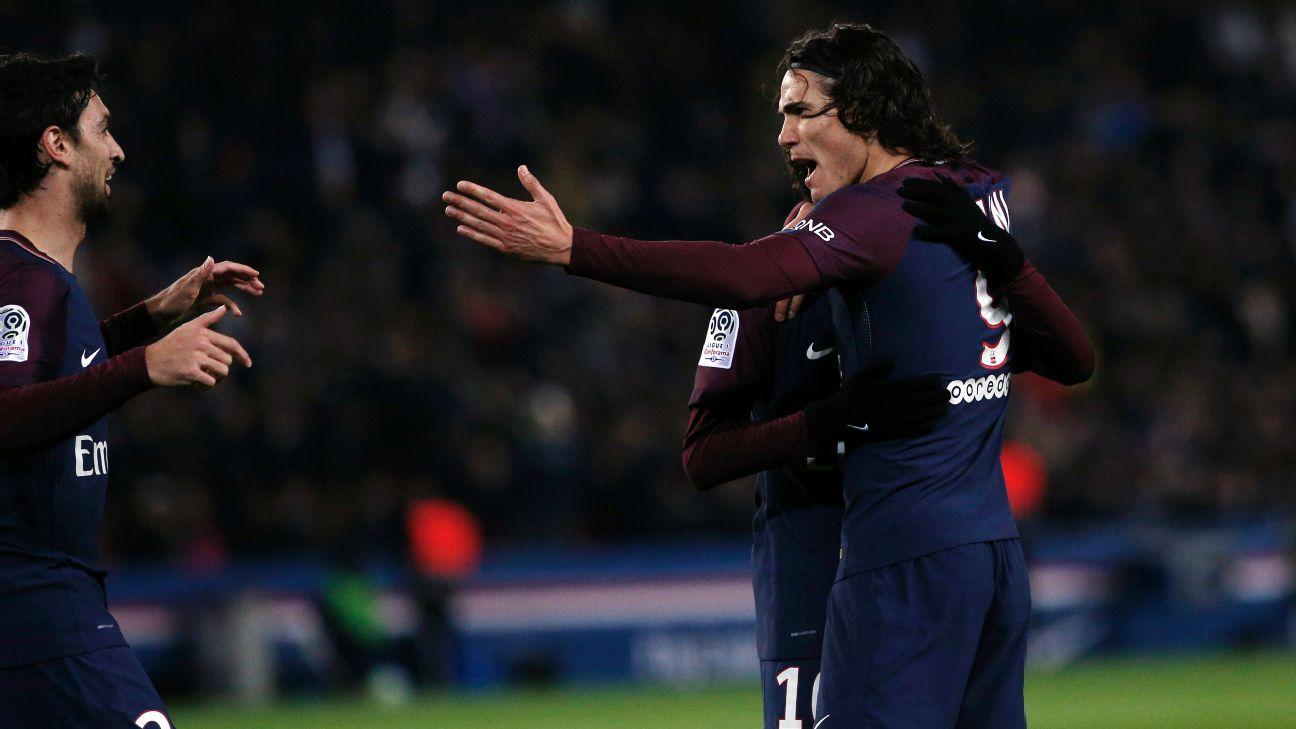 Edinson Cavani celebrates after scoring a goal in PSG's win against Nantes on Saturday.