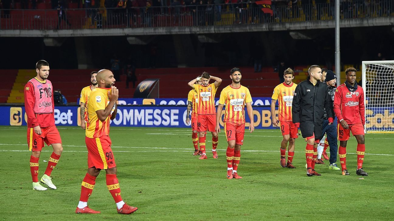 Benevento players look dejected after defeat to Sassuolo extended run without a Serie A point to 13 games