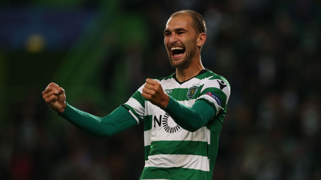 Bas Dost has signed a new three-year deal at Sporting Lisbon.