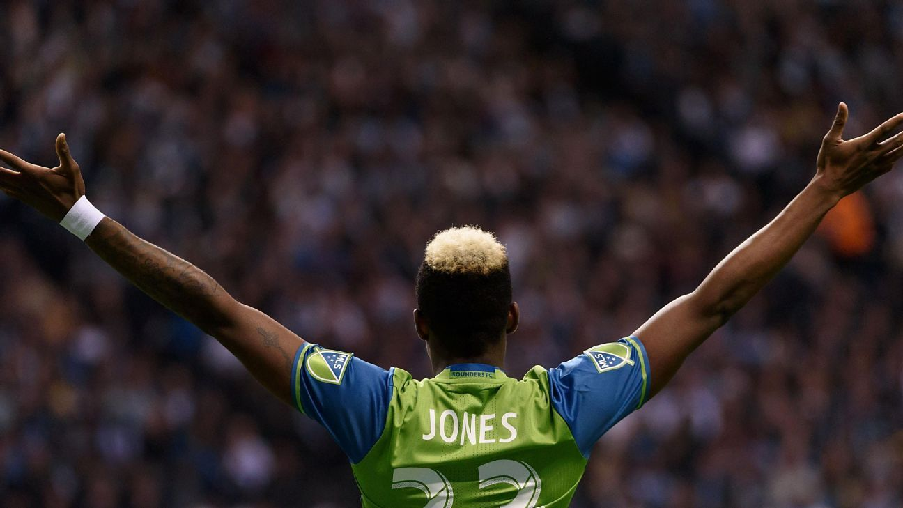 After torching Houston, Jones making his last few weeks in Seattle count