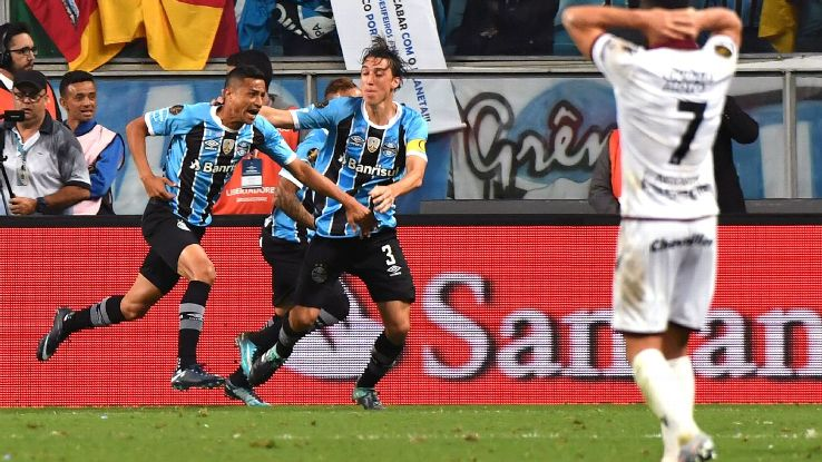 Cicero celebrates his goal in the first leg of the Copa Libertadores final.