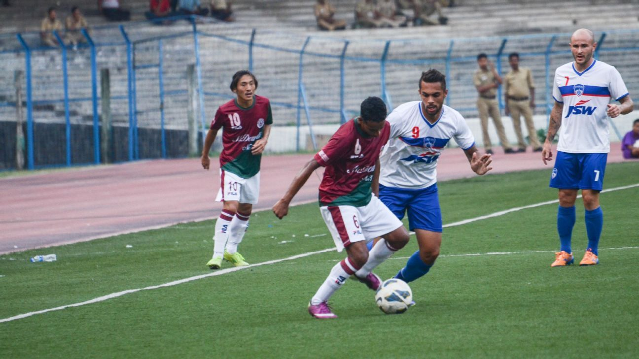 Robin Singh (third from left) in action for Bengaluru FC in 2014, their debut season, when they won the I-League.