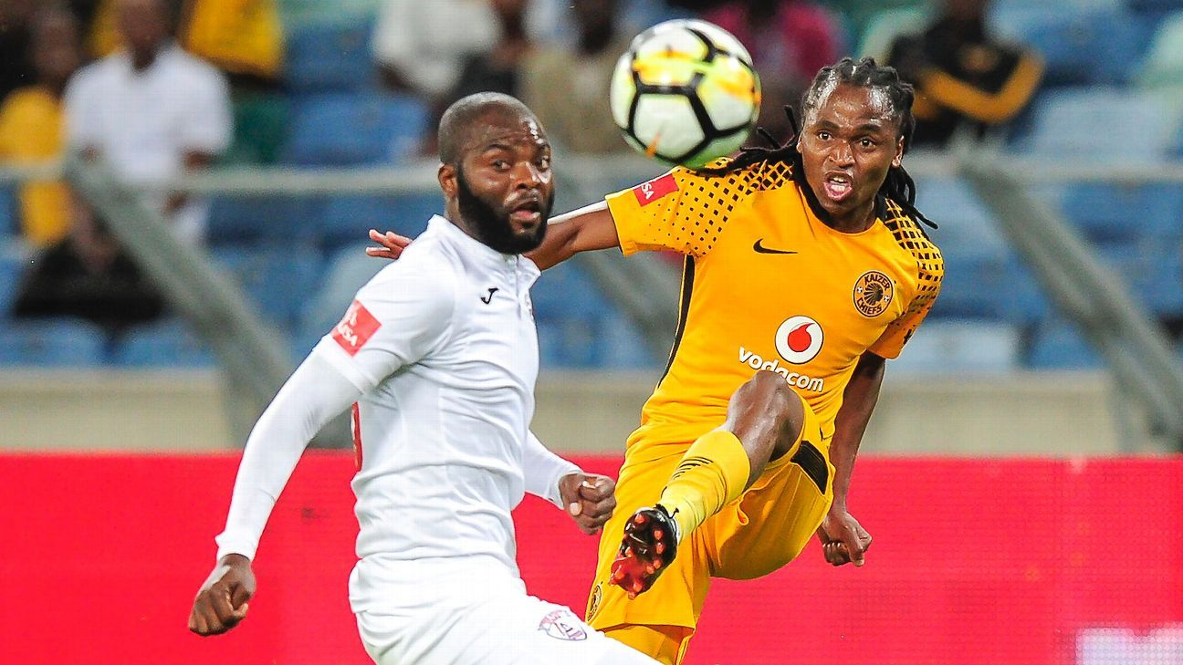 Siphiwe Tshabalala of Kaizer Chiefs FC kicks the ball past Rooi Mahamutsa of Free State Stars