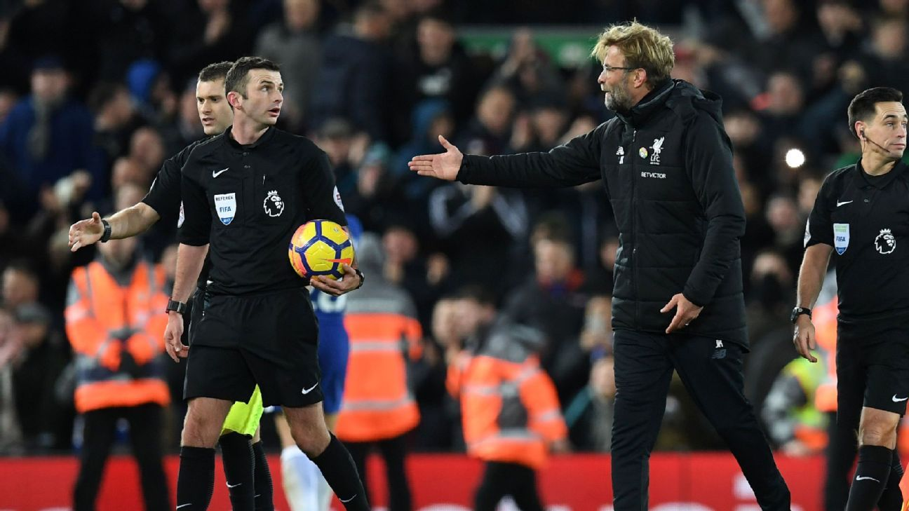 Klopp argues with ref after Chelsea 171125