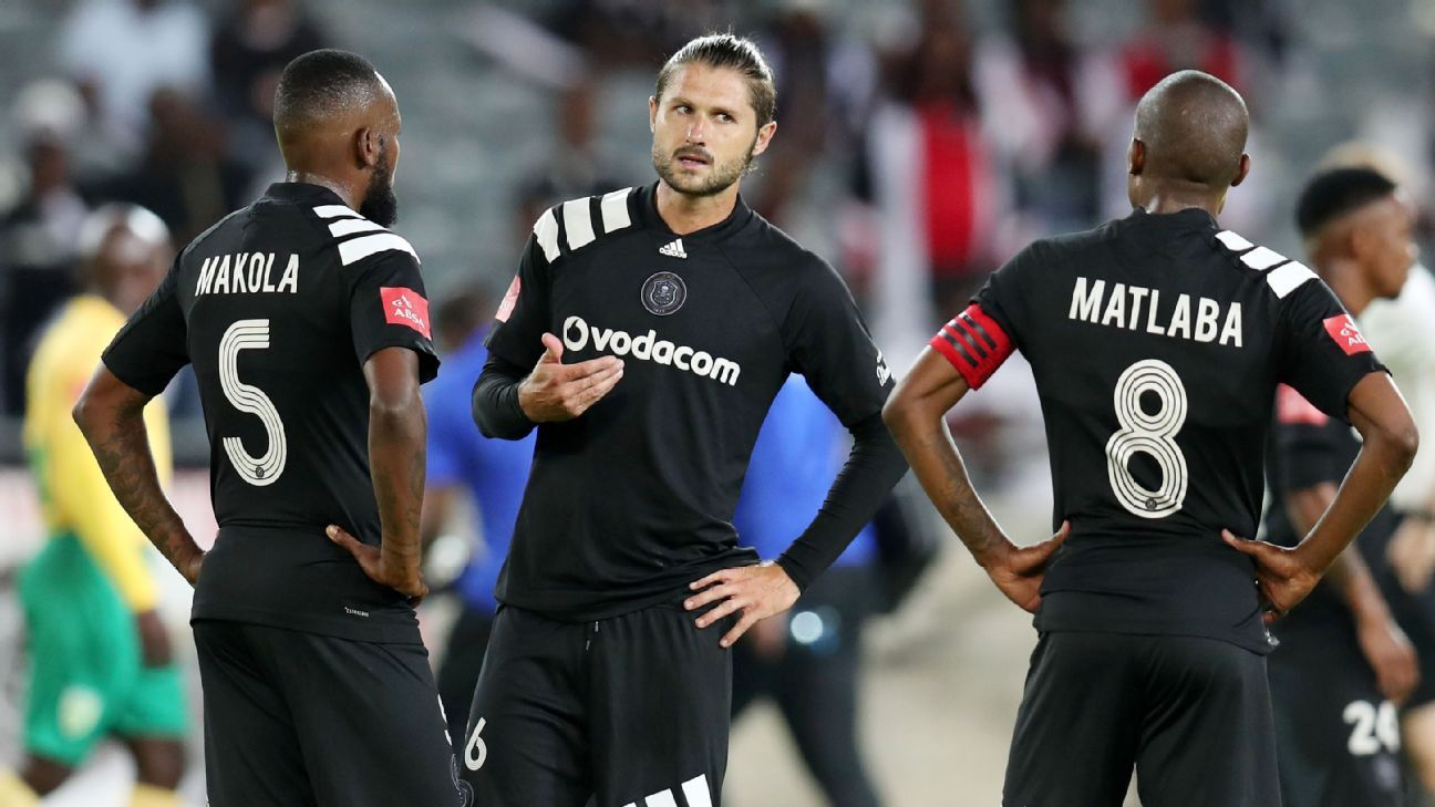 Mark van Heerden talking to teammates Mpho Makola and Thabo Matlaba of Orlando Pirates