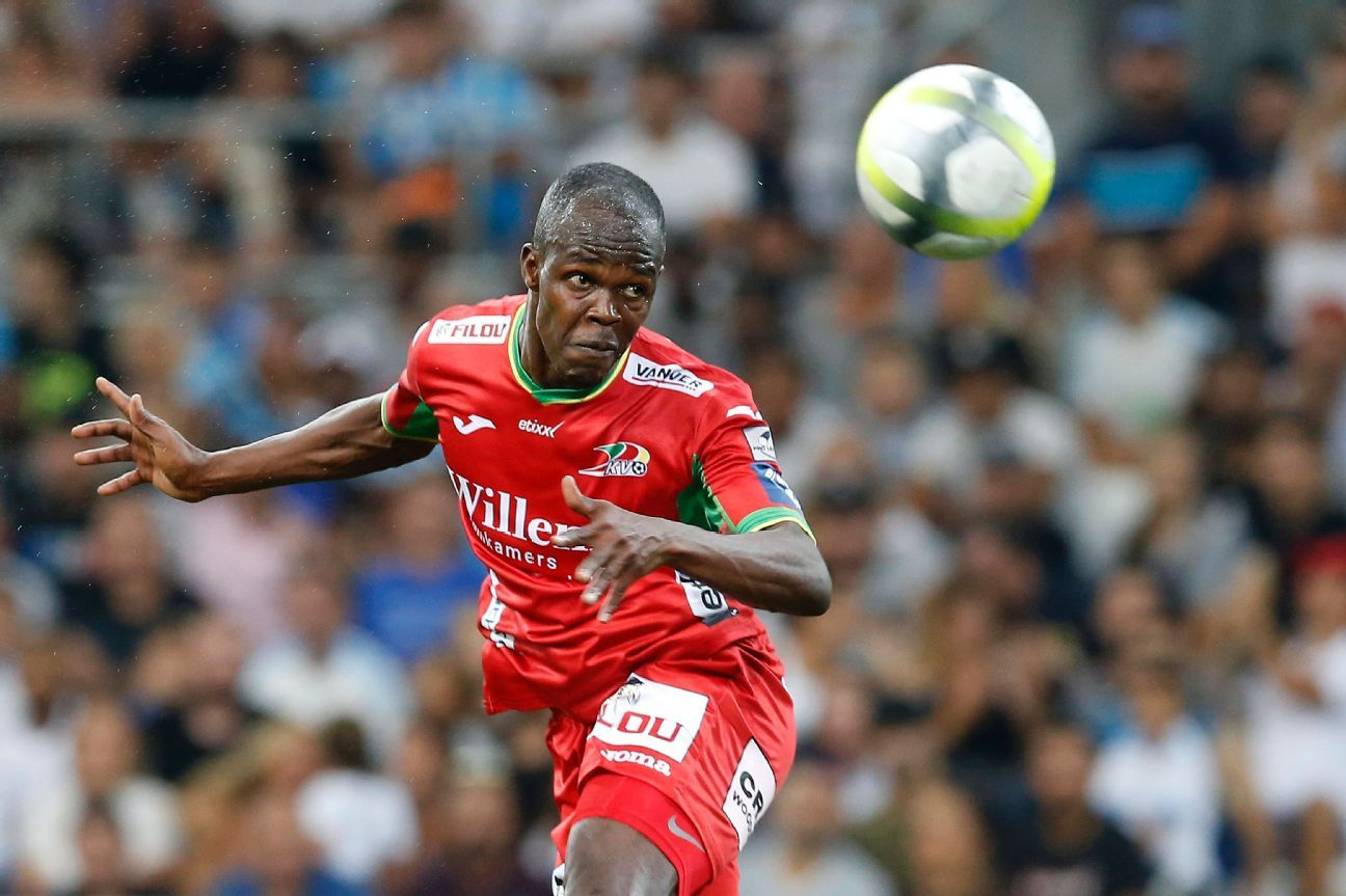 Knowledge Musona playing for  KV Oostende in the UEFA Europa League