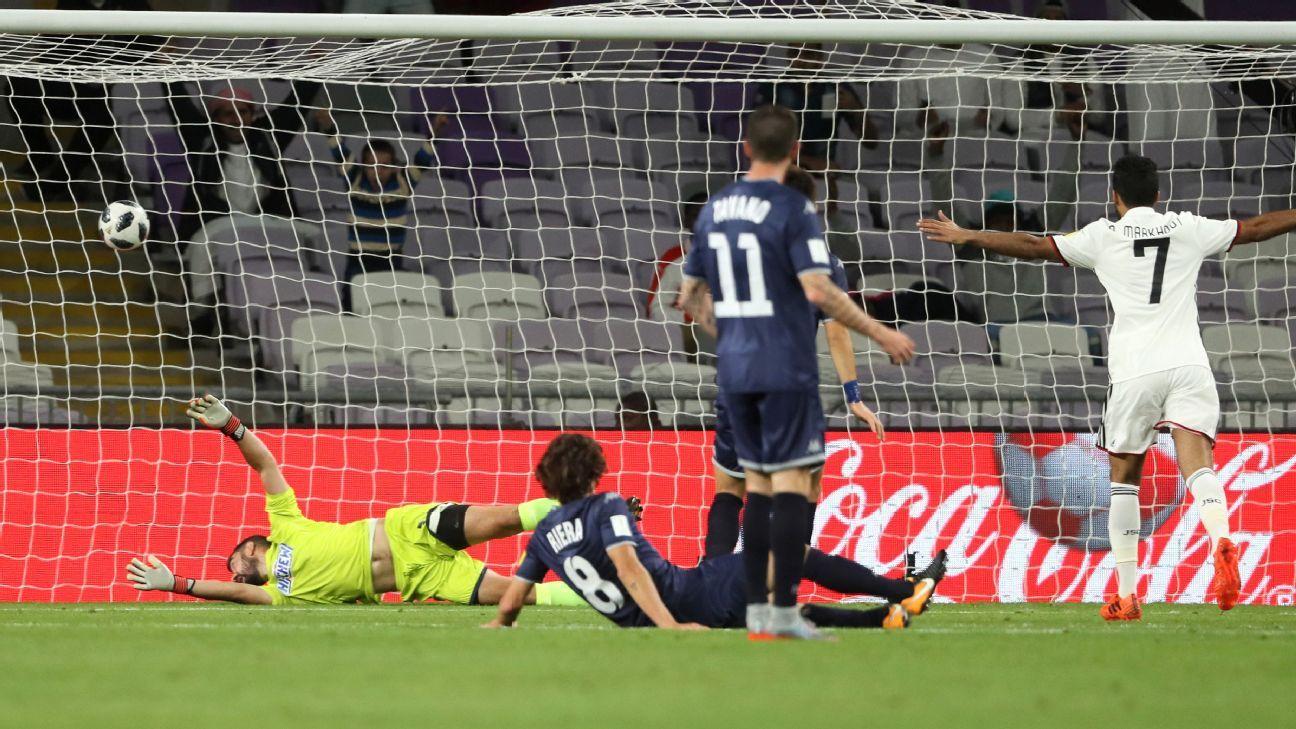 Enaut Zubikarai fails to stop Romarinho's shot.