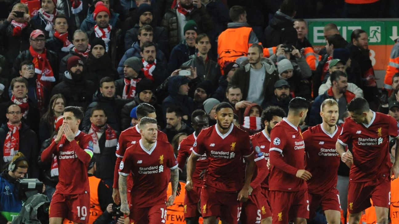 Liverpool's Philippe Coutinho celebrates with his teammates