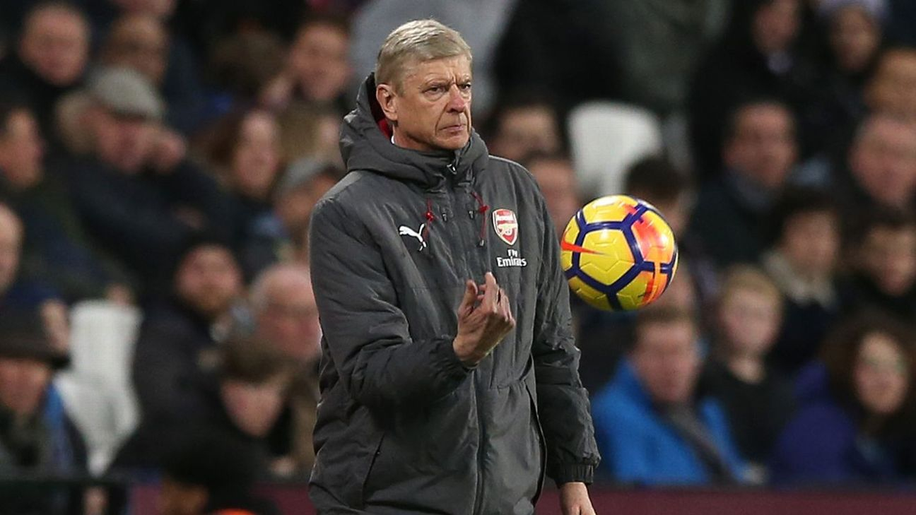 Wenger flips ball vs West Ham 171213