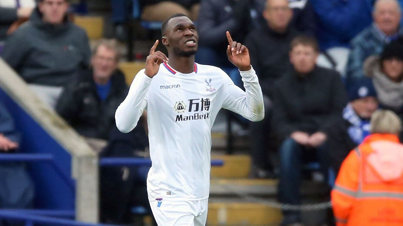 Christian Benteke strikes as Crystal Palace win at Leicester