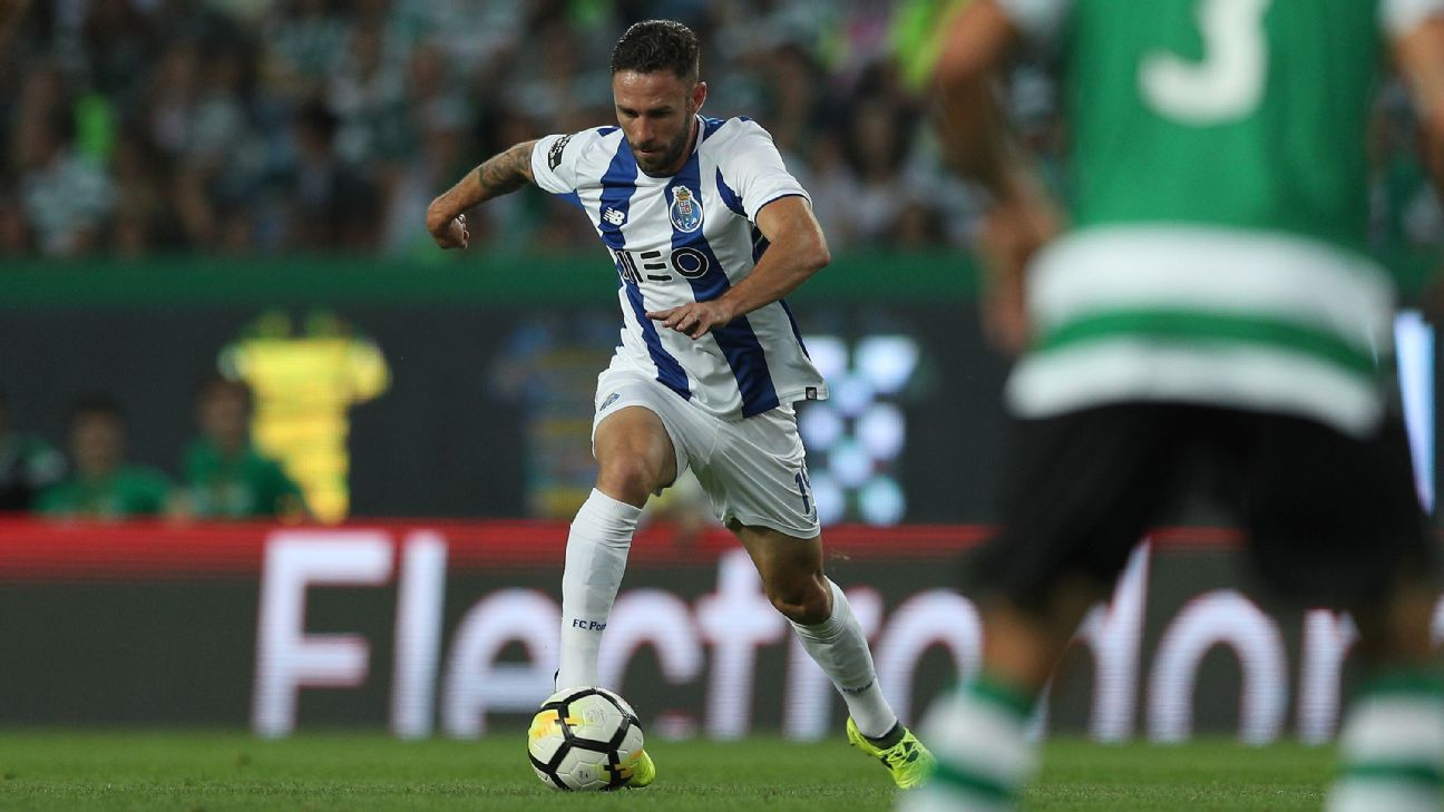 Layun's form at Porto has tapered off but so far, at least, the club hasn't let him move on.