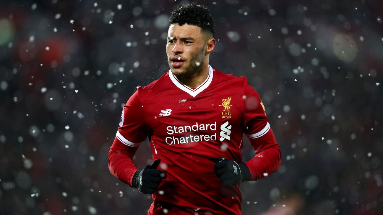 Alex Oxlade-Chamberlain in action for Liverpool.