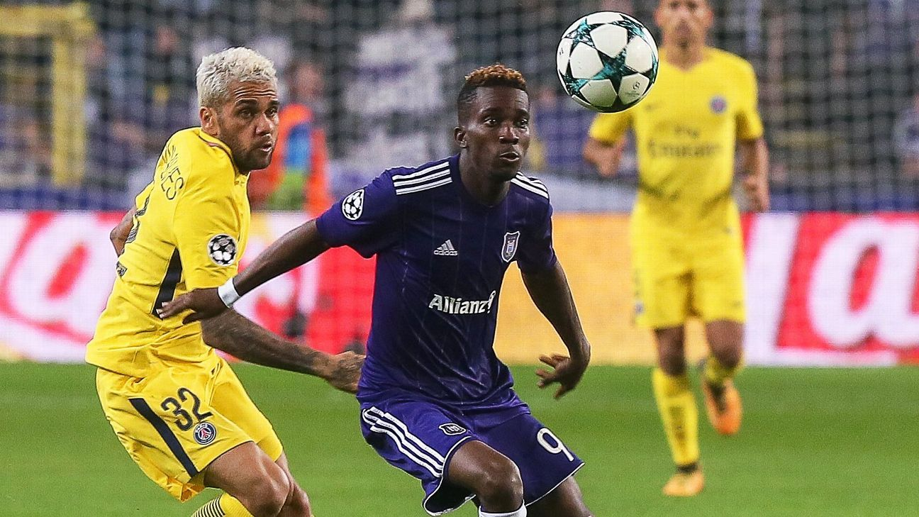 Henry Onyekuru (R) of Anderlecht with Dani Alves (L) of Paris Saint-Germain during a UEFA Champions League match