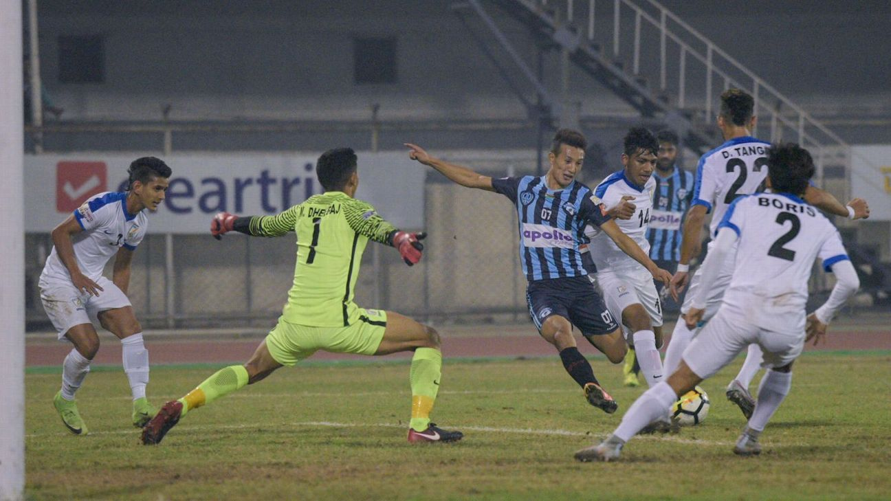 Dheeraj Singh tries to make a save against Minerva Punjab.
