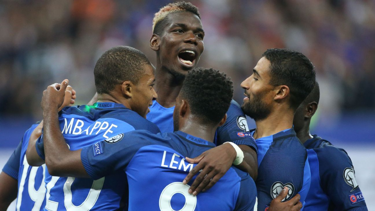Paul Pogba, centre, wants to be a leader for France at the World Cup.