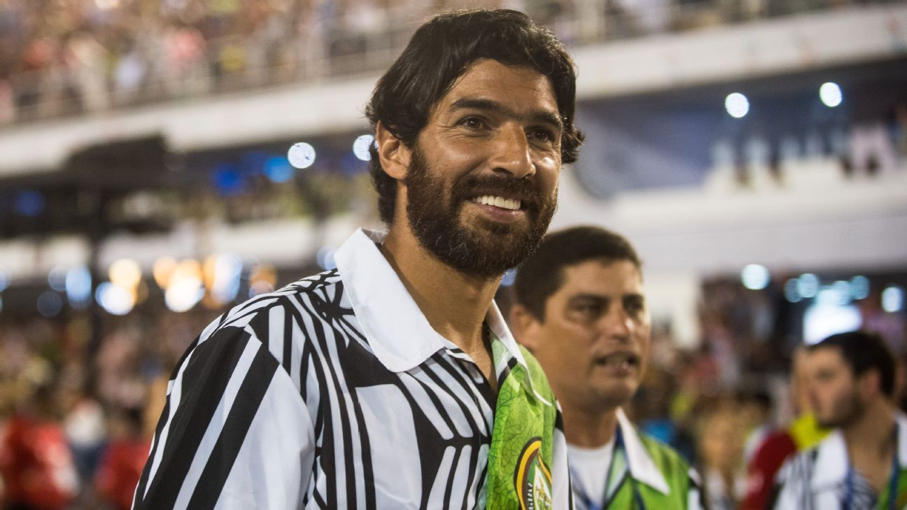 Sebastian Abreu pictured at the Imperatriz Leopoldinense performance at the Rio de Janeiro Carnival in February 2017.