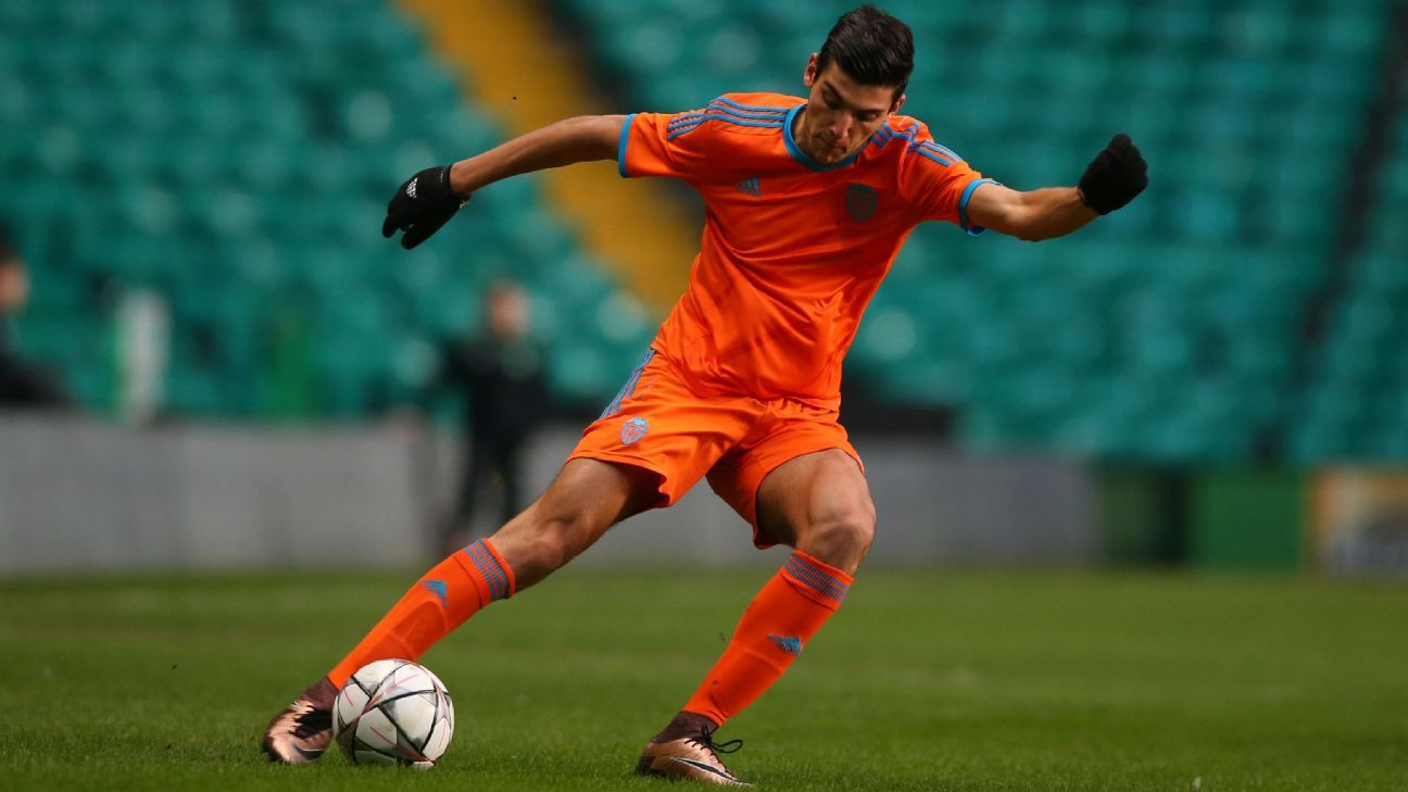 Rafa Mir is set to leave Valencia and join Wolverhampton Wanderers.