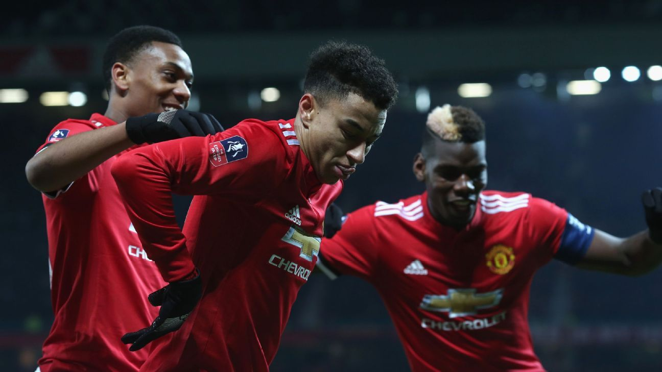 Manchester United players celebrate after Jesse Lingard's late winner against Derby County.