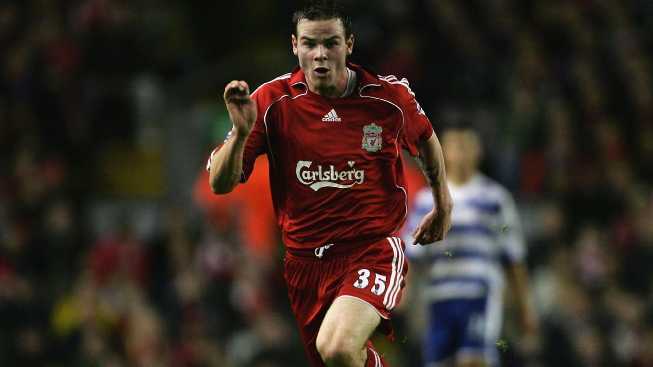 Danny Guthrie playing for Liverpool in 2006