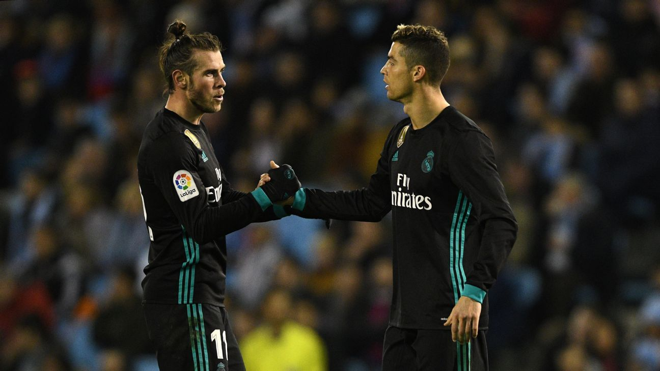 Gareth Bale, left, and Cristiano Ronaldo shake hands during Real Madrid's 2-2 draw with Celta Vigo.