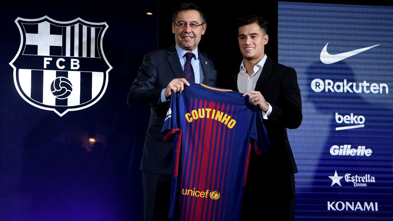 Philippe Coutinho holds up a Barcelona shirt with club president Josep Maria Bartomeu shortly after signing for the club