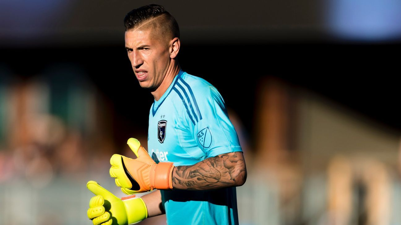 Former San Jose Earthquakes goalkeeper David Bingham has signed a new deal with LA Galaxy.