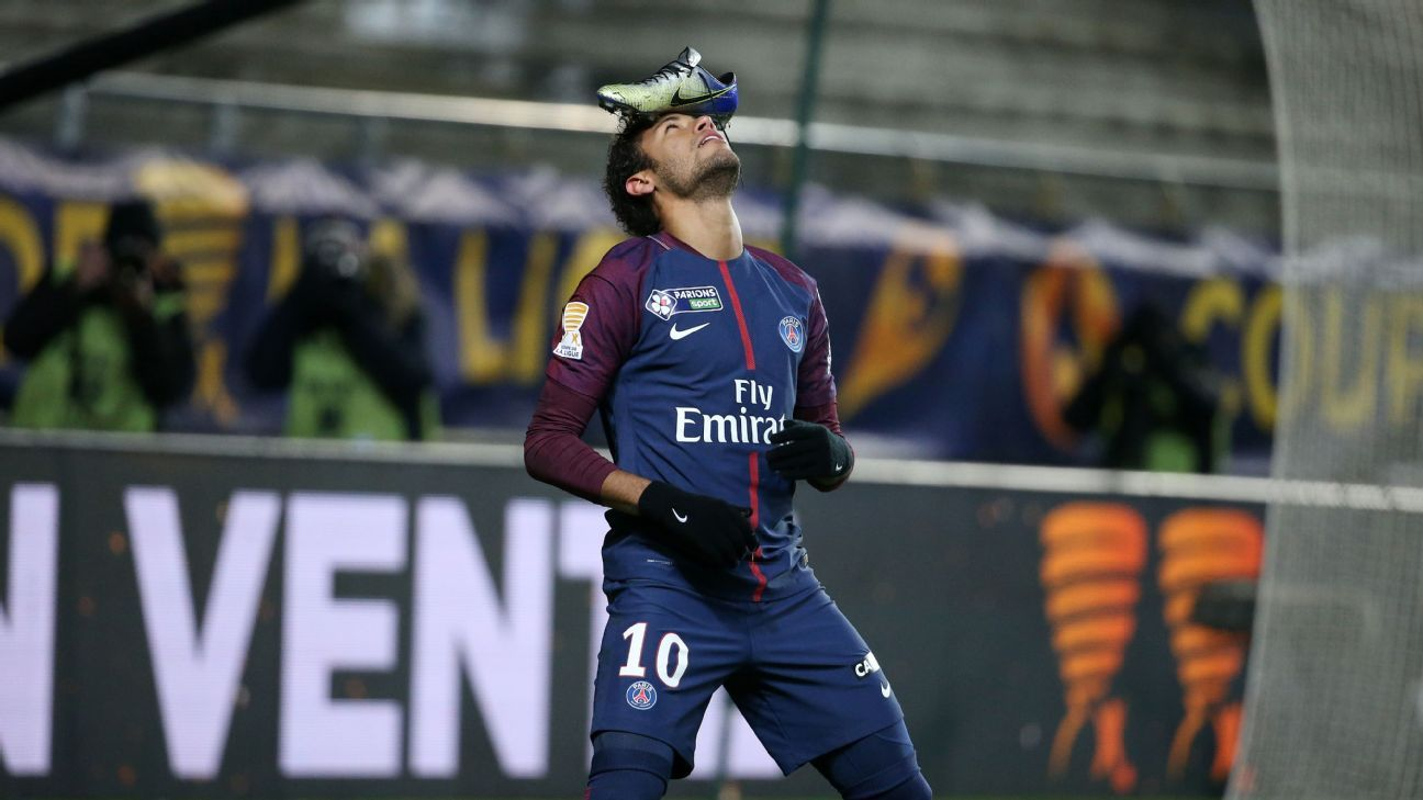 PSG's Neymar celebrates goal vs Amiens by balancing his boot on his head
