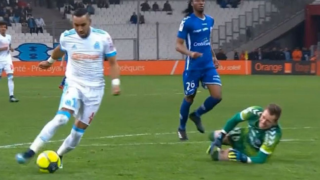 Marseille's Dimitri Payet takes ball around Strasbourg goalkeeper Alexandre Oukidja