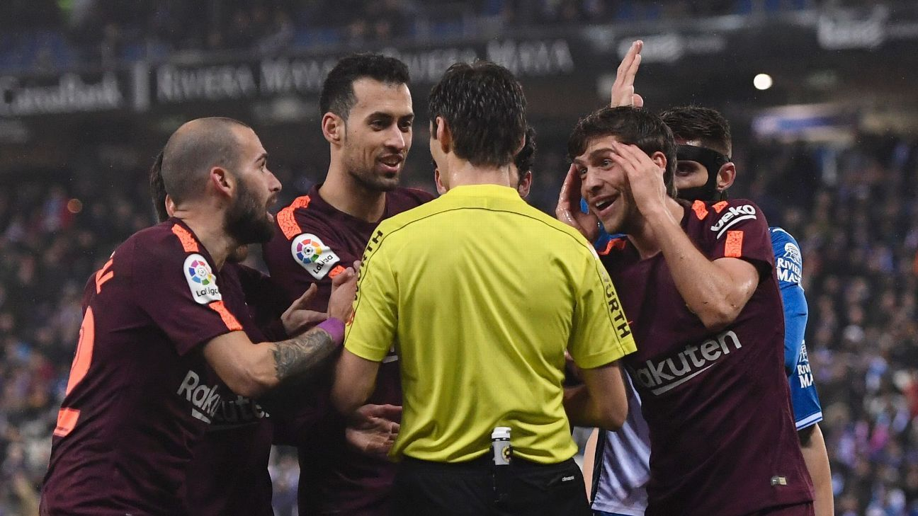 Barcelona saw their 29-game unbeaten run snapped at Espanyol.