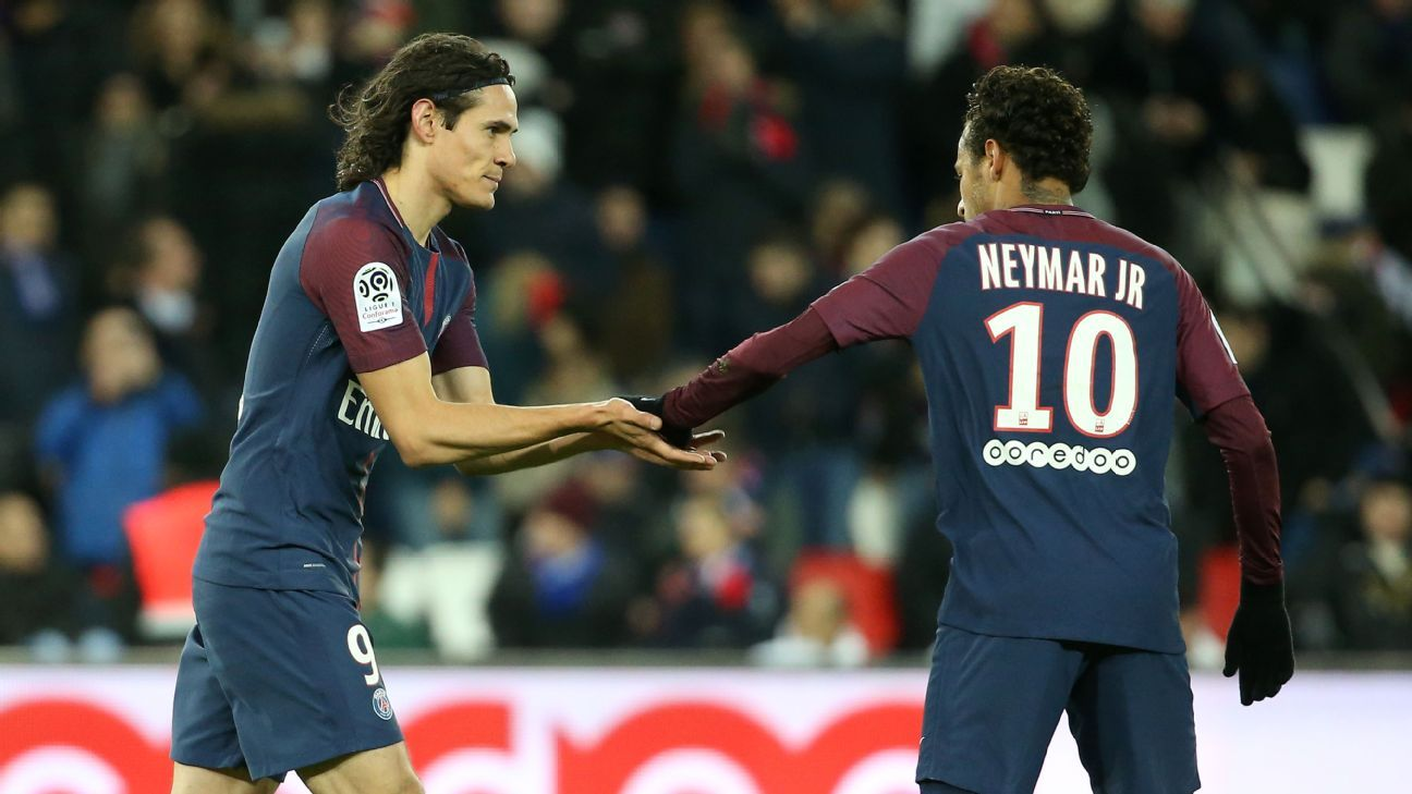 Edinson Cavani and Neymar argue over a penalty vs. Dijon.