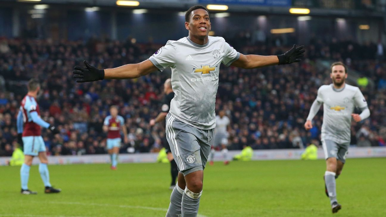 Manchester United's Anthony Martial celebrates scoring opening goal vs Burnley