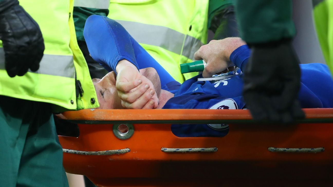 Everton's James McCarthy stretchered off after breaking leg in challenge with West Brom's Salomon Rondon