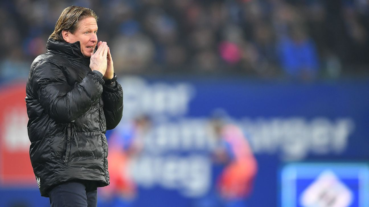 Hamburg coach Markus Gisdol reacts during the Bundesliga defeat to Cologne