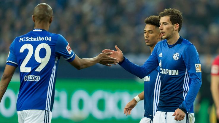 Leon Goretzka leaves the field during Schalke's 1-1 draw with Hannover.
