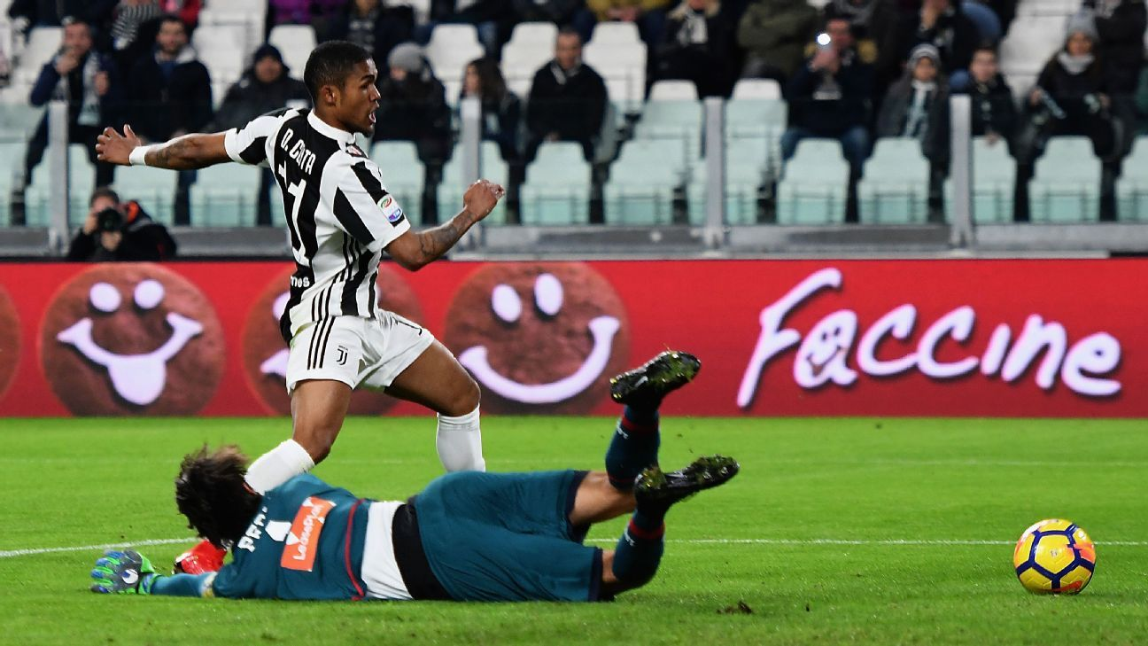 Douglas Costa lifts Juventus to within one point of leaders Napoli