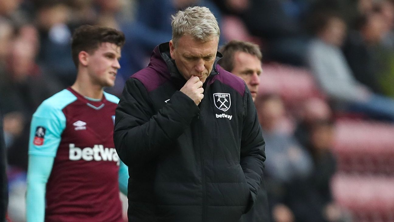 David Moyes looks on during West Ham's FA Cup defeat at Wigan