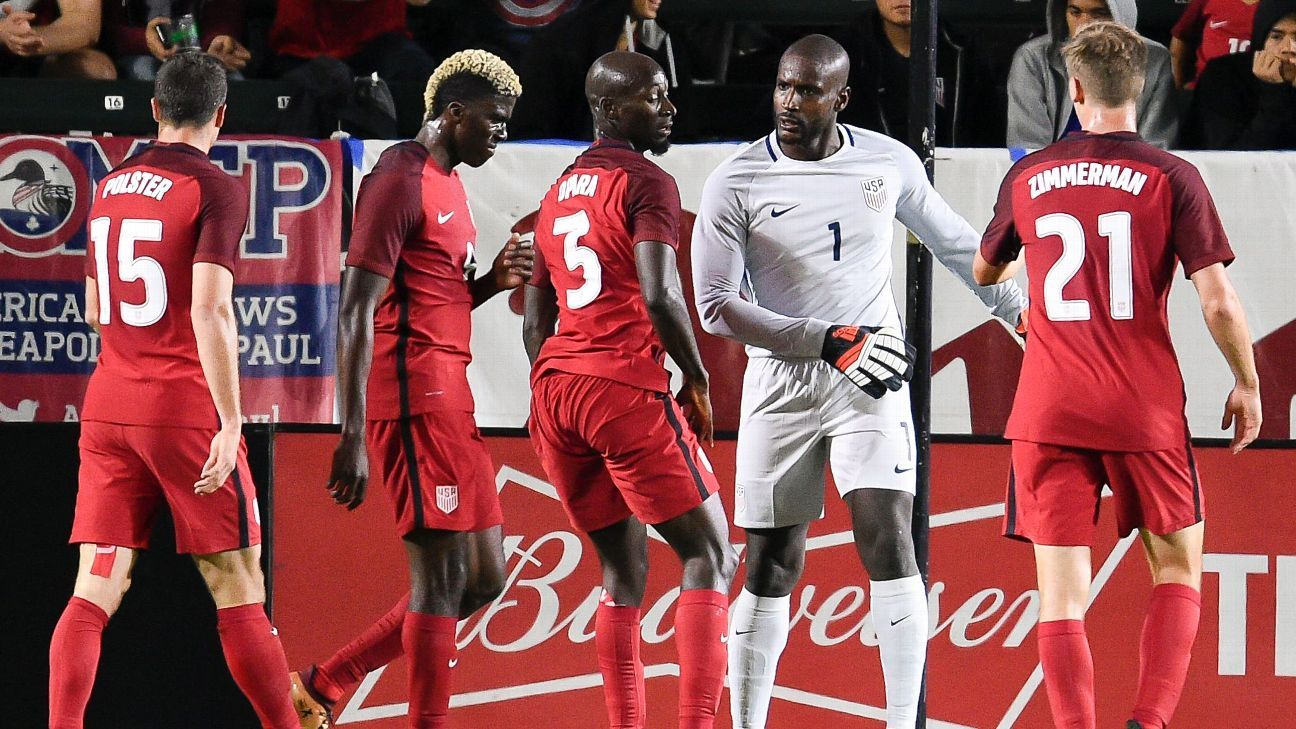 Bill Hamid talks to U.S. national team players during a goalless draw with Bosnia and Herzegovina.