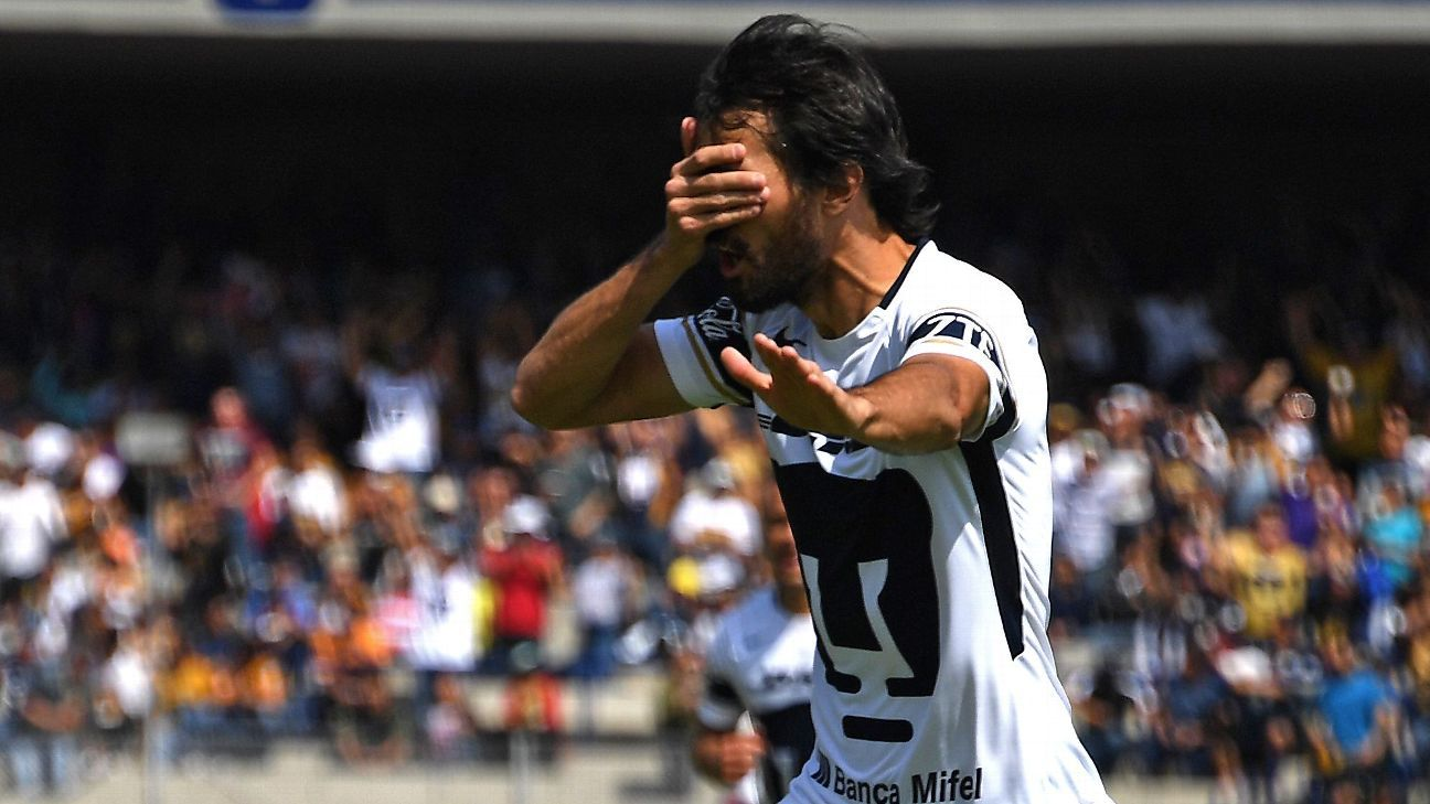 Alejandro Arribas celebrates after scoring a goal for Pumas in a win against Tigres.