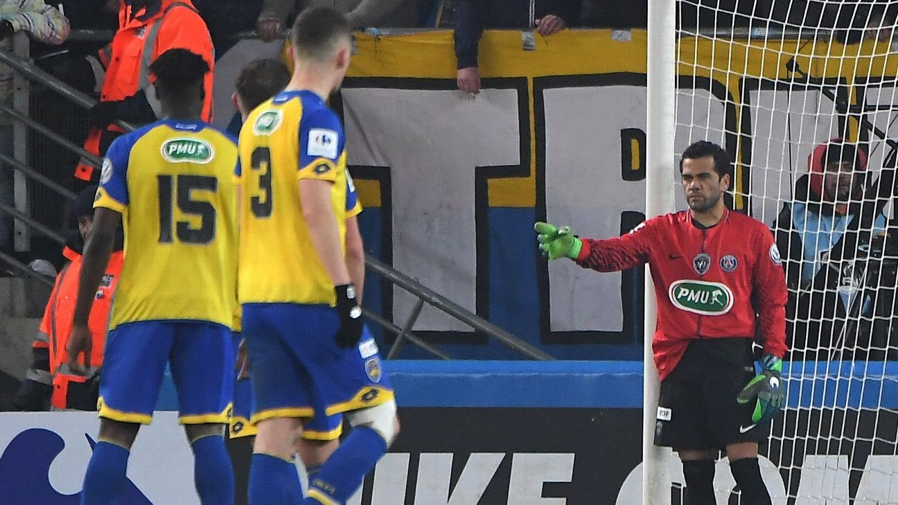 Dani Alves went in goal for Paris Saint-Germain against Sochaux.