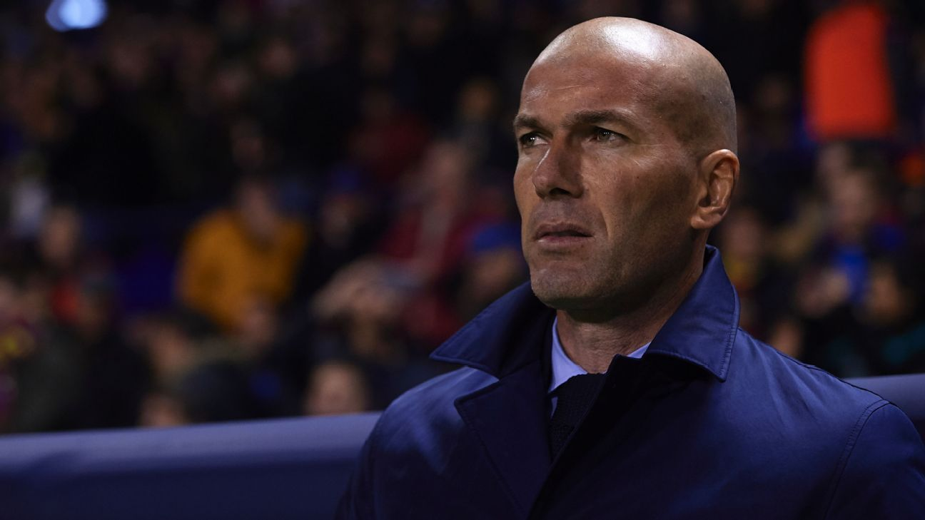 Zinedine Zidane looks on against PSG.