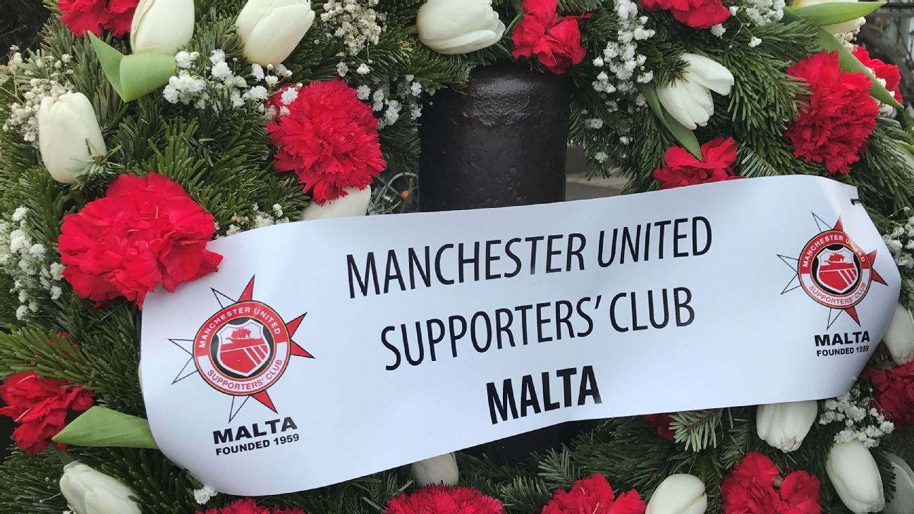 Man United fans from Malta honoured the victims of the air disaster with a commemorative wreath.